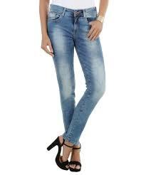 modelo de calça jeans skinny feminina
