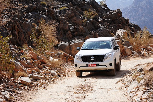 Najem terenca v Omanu za vožnjo po gorah