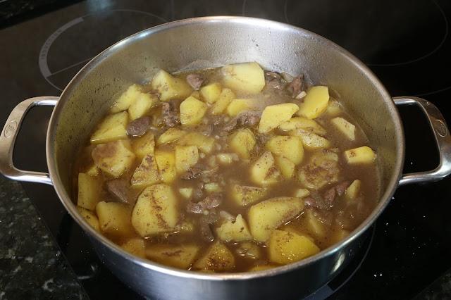 Preparación de higaditos de pollo con patatas