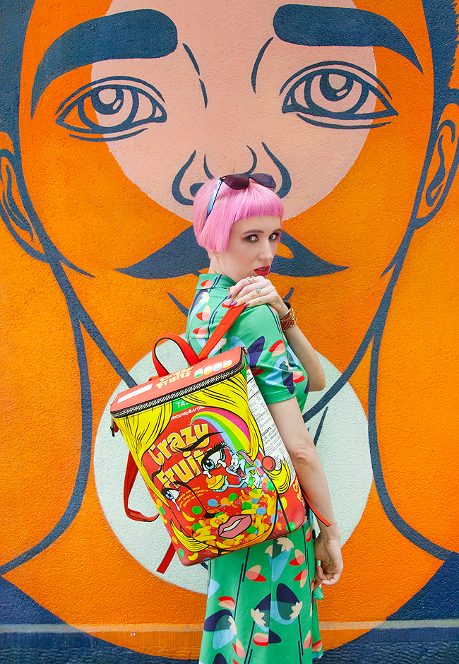 Sara is in Love with… Swiss Fashion Blogger Influencer Moschino Ben Frost Crazy Fruit Backpack Zurich Streetart Who's that girl Kat Maconie, Swanglasses pink hair summer style dress green I am Safu