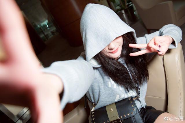 Yang Mi no face selfie