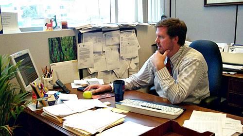 public-office-worker.jpg
