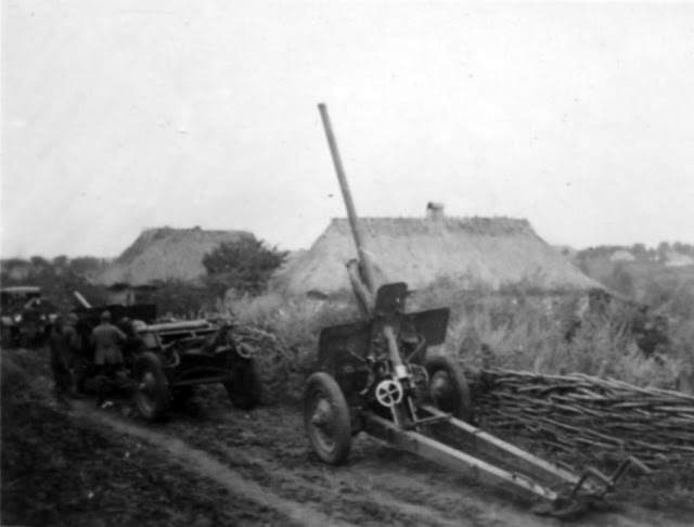 Captured Soviet 76 mm F-22 gun (FK.296(r) in German nomenclature), 19 August 1941 worldwartwo.filminspector.com