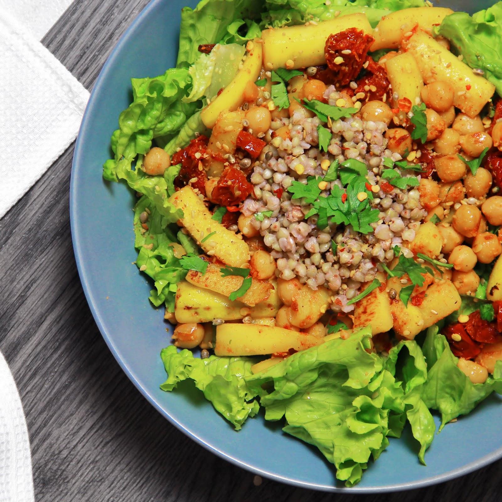 Salade de sarrasin, courgettes et pois chiches aux tomates séchées