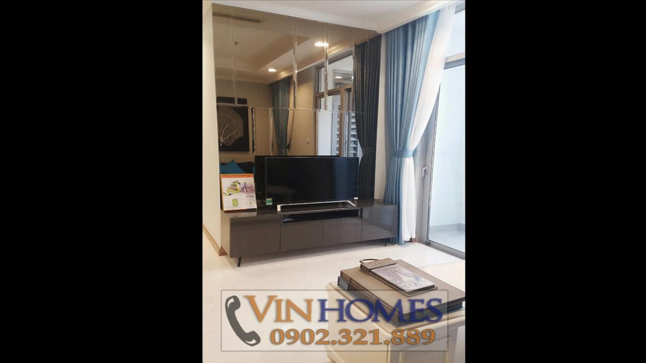 Cho thuê căn hộ Vinhomes Central Park C3 - tivi phòng khách