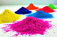 Çeşitli renklerde toz boyalar veya renk pigmentleri