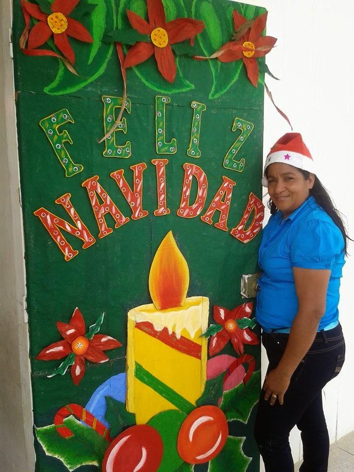 Puertas Decoradas En Navidad Con Material De Provecho