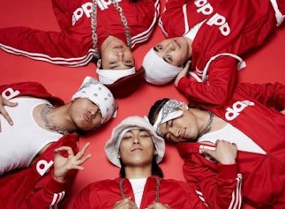 Foto de BigBang con vestimenta roja