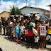 Policiais doam brinquedos, roupas e livros para crianças de Ruy Barbosa
