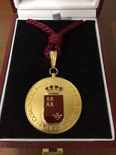 Medalla de Oro a la Facultad de Letras de la Universidad de Murcia.