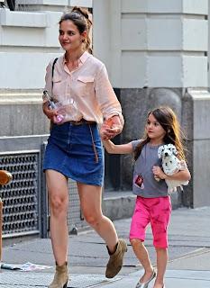 Katie Holmes combinacion de blusa