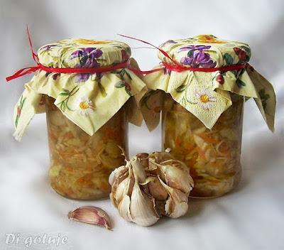 Sałatka z białej kapusty o czosnkowym aromacie (do słoików i bezpośredniego spożycia)