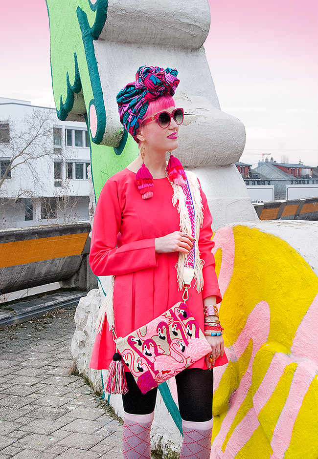 Sara is inch Love with, Swiss blogger, influencer, VDAY, violence against women, ethnical fashion, Africa, Columbia, Mama Tierre, Haimanns, Tauta Home, Venezuela, flamingo, L.O.M. Gucci, pink hair, girl power, Zurich, head wrap, turban