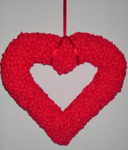 http://vctryblogger.blogspot.com.es/2013/01/corona-pinata-corazon-manualidades-san-Valentin.reciclaje.html