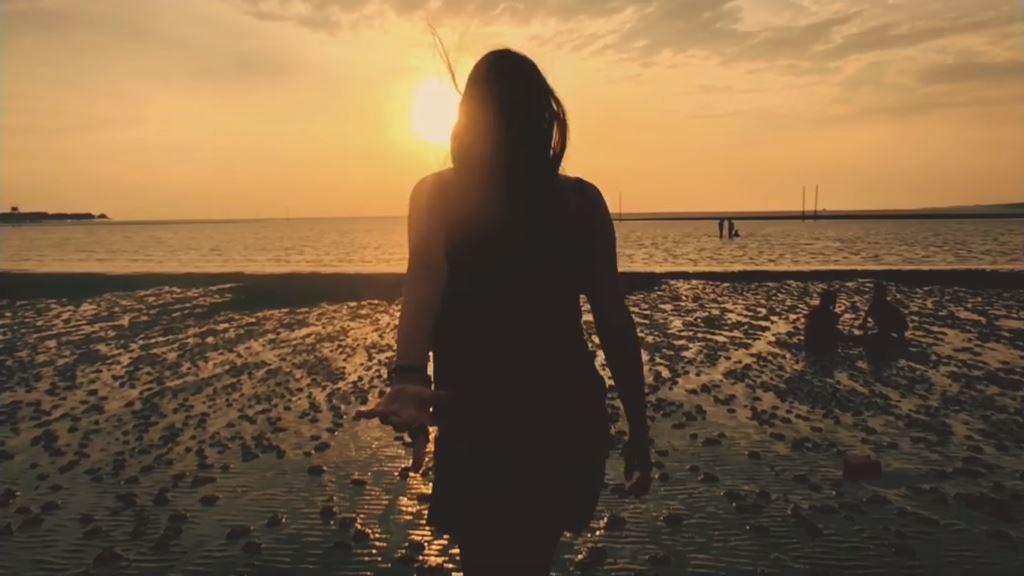 Canzone Pubblicità iPhone | Spot spiaggia con ragazza | Giugno 2016