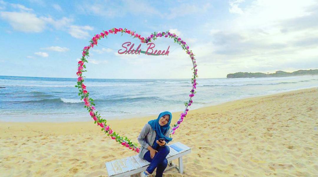 Pantai Slili cewek hijab manis dan canti di pnati