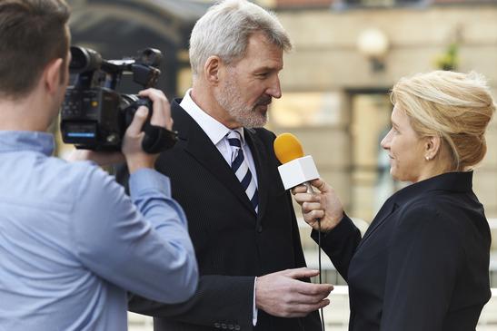 Rozmawiać czy nie rozmawiać z reporterem