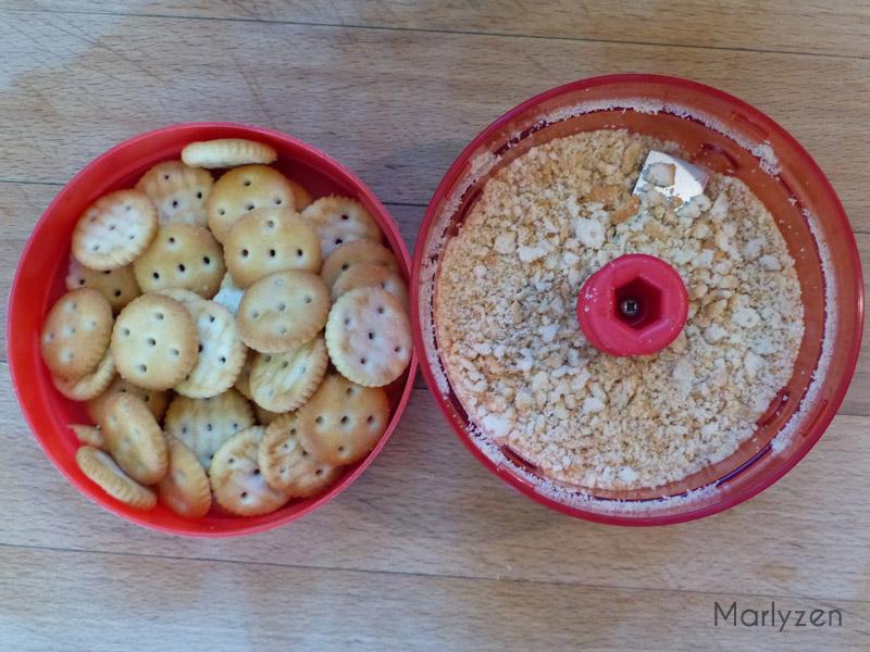 Mixez les crackers.