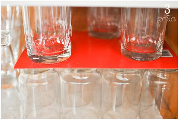 organização copos armário