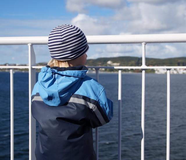 Bornholm mit Kindern im Herbst. Teil 1: 10 Tipps für die Überfahrt mit der Fähre von Sassnitz nach Rønne. Auf Küstenkidsunterwegs berichte ich Euch von unserem tollen Urlaub auf der dänischen Sonneninsel! Im ersten Teil gebe ich Euch gute Tipps für die Anreise und die Fährüberfahrt nach Bornholm.
