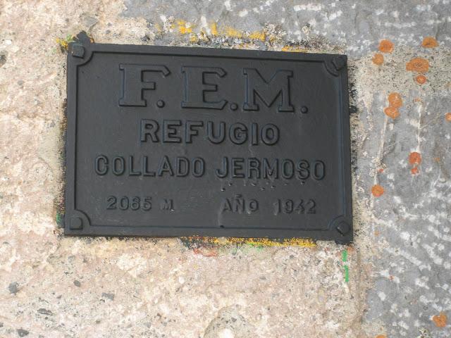 Rutas Montaña Asturias: Placa del Refugio Collado Jermoso