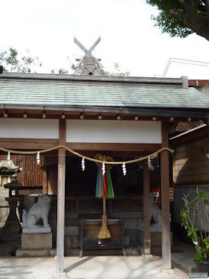 白山神社権殿