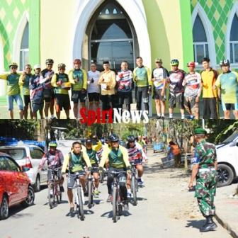 Danrem 141/Tp, Bersepeda Antar Al Qur'an di Masjid Darussalam