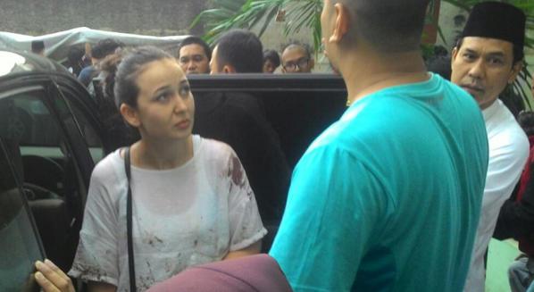 Gila,  Istri Hermansyah di isukan mantan PSK dan sang suami bekas pelangganya