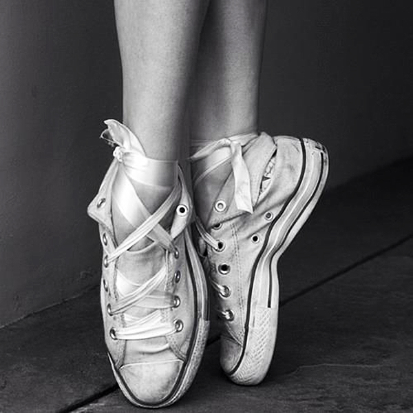 CONVERSE-LACE-BALLERINAS-FASHION-TREND-TALESTRIP