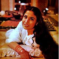 मीना कुमारी पाकीज़ा फिल्म में नरगिस - साहिब जान के रोल में