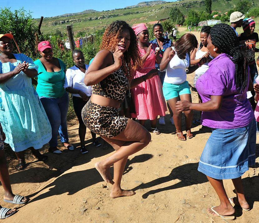 Who Is Nonhlanhla Qwabe Known As Skolopad A Mother, An -9431