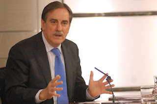 Valeriano Gómez en rueda de prensa