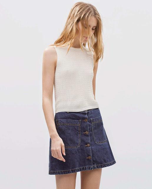 Consigue la falda tejana con botones delanteros más de moda esta temporada