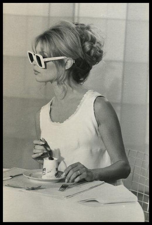 Lo Chignon o anche Bun Glossario di WHC dei Termini della Moda