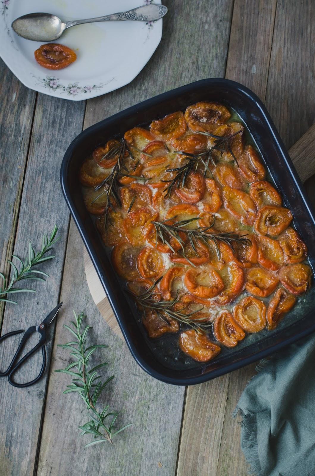 Tarte aux abricots rôtis et au romarin