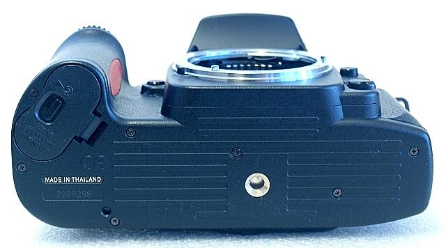 Nikon F80, Bottom
