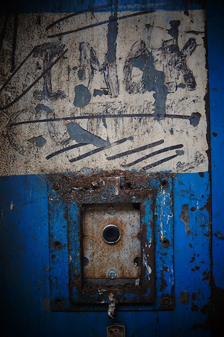 lift button, urban, photography, photo, grunge,