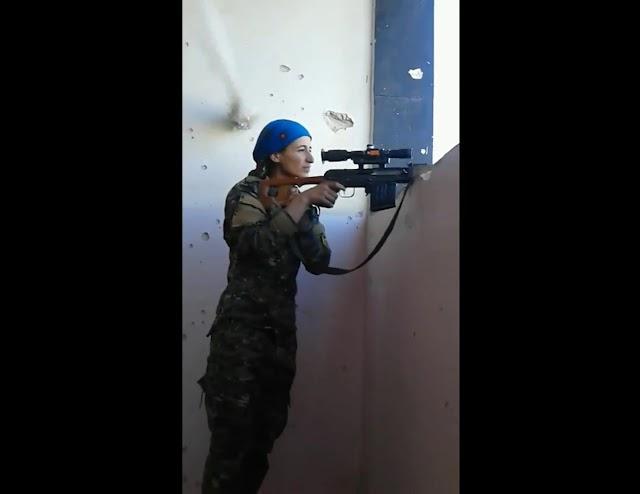 Combatente curda escapa milagrosamente de tiro na cabeça