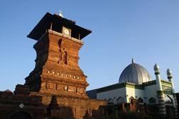 tempat wisata di indonesia bernuansa religi