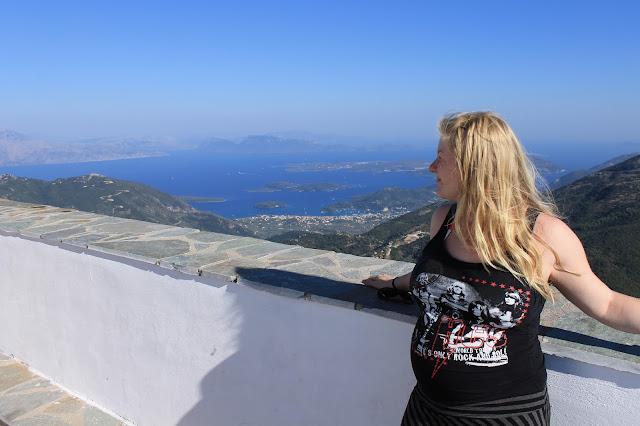 kappeli vuorella raskaana näkymä meri