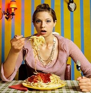 Cara Mengontrol PMS yang Membuat Nafsu Makan Jadi Melonjak Tinggi