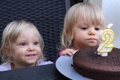 anniversaire-gateau-jumelles-identiques
