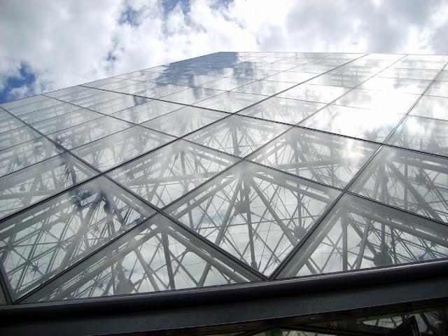 Algunas imágenes de la Pirámide del Louvre, París, julio 2008 - Paseos Fotográficos TK