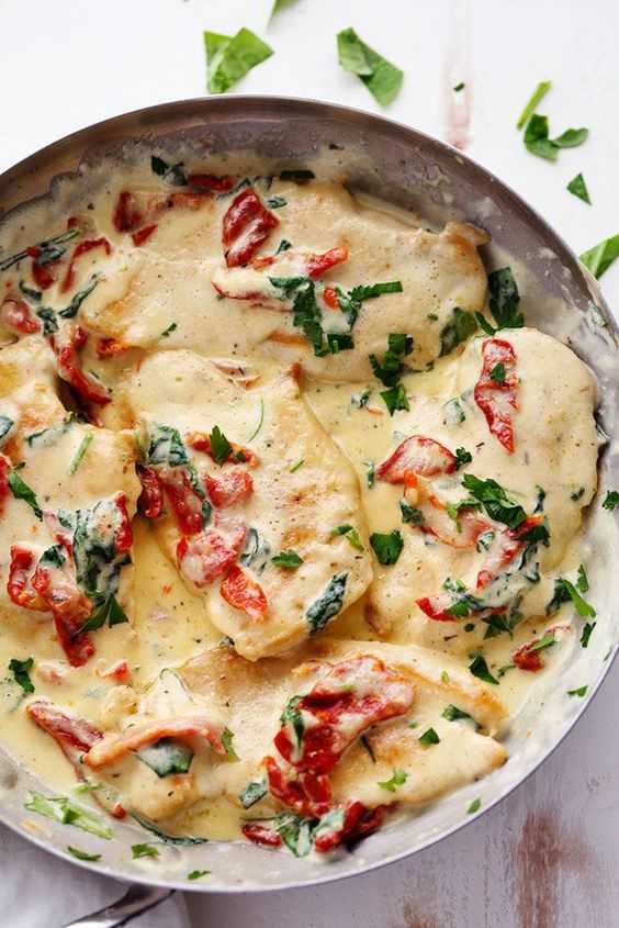 CREAMY TUSCAN GARLIC CHICKEN #creamy #chicken #chickenrecipes #tuscan #garlic #dinner #dinnerrecipes #dinnerideas