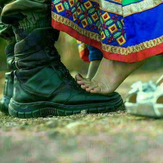 मेरे प्रेम के आगे देश प्रेम जित जाता है Hindi Kavita By Naresh K. Dodia