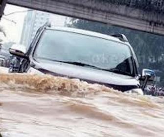 Perkiraan Biaya dan Jenis Servis Mobil Terendam Banjir