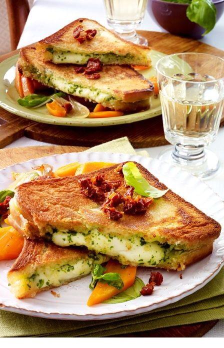Mozzarella-Pesto-Sandwich