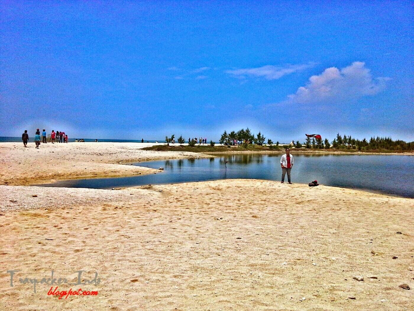 pantai pasir putih remen