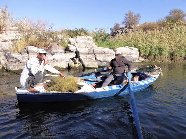 pescatori salutano sul nilo assuan
