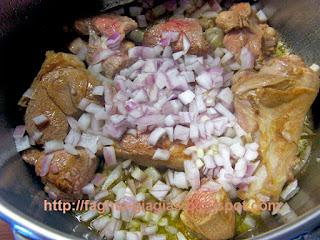 Αρνάκι ή κατσικάκι κοκκινιστό με κολοκυθάκια - από «Τα φαγητά της γιαγιάς»